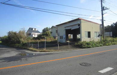 茂原市南吉田 県道に面する鉄骨造倉庫付売地 145坪